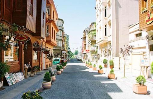SULTANAHMET'TE KOMİSYONCU BANKA MÜDÜRLERİ TÜREDİ